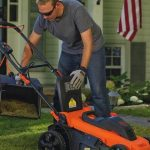 BLACKDECKER Lawn Mower with man