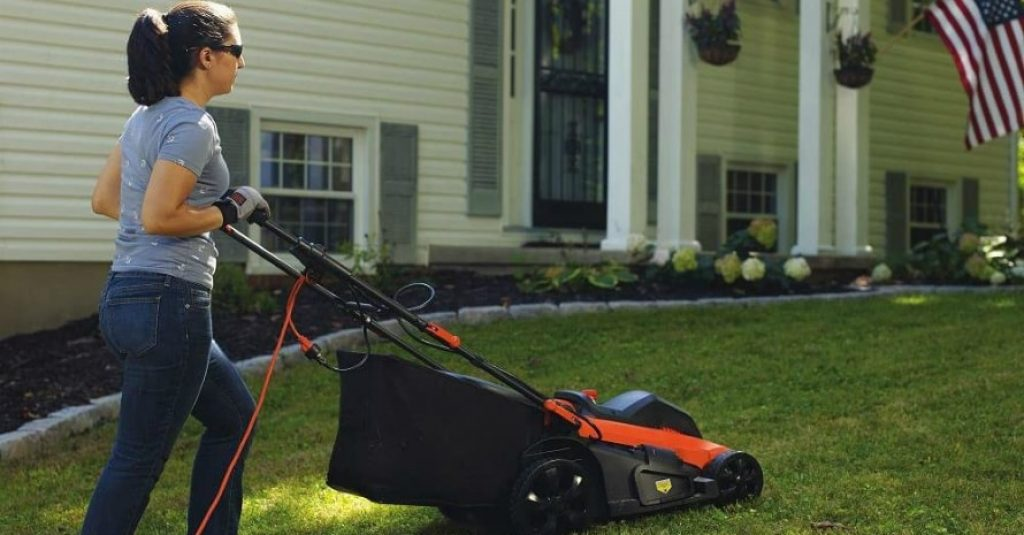 BLACKDECKER Lawn Mower with woman