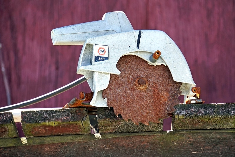 a circular saw with a rusty blade