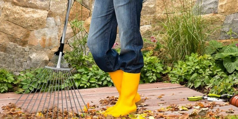 Best Leaf Rake: Top 9 Models and How to Make the Right Decision